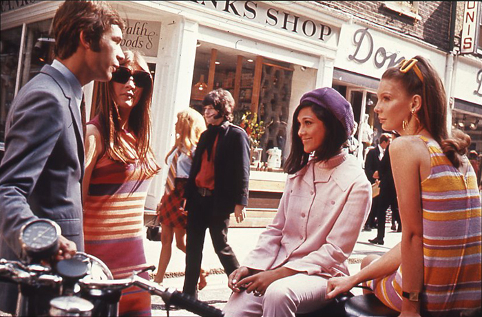Swinging London. Teenagers in London's Carnaby Street.