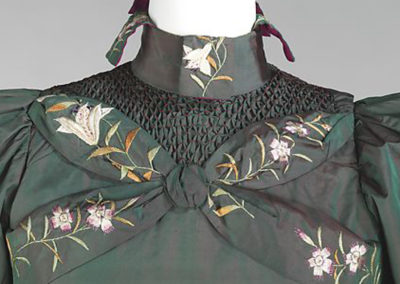 1898-1901 – Green silk embroidered tea gown