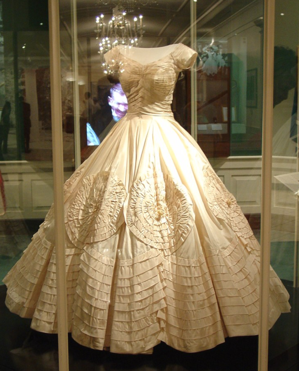 Jacqueline Kennedy's wedding dress on display in 2003