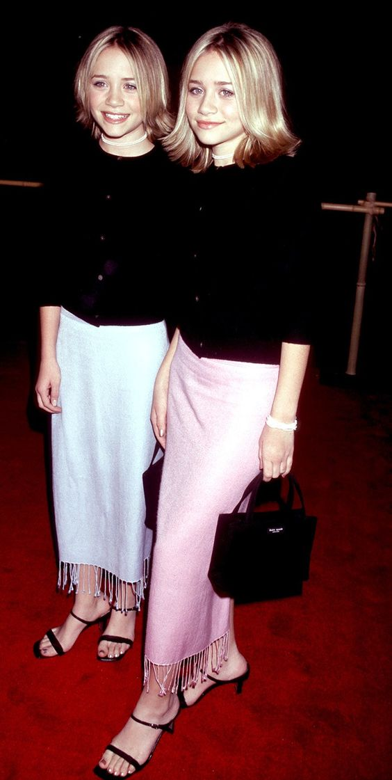Mary-Kate and Ashley Olsen at the premier of Anna and the King